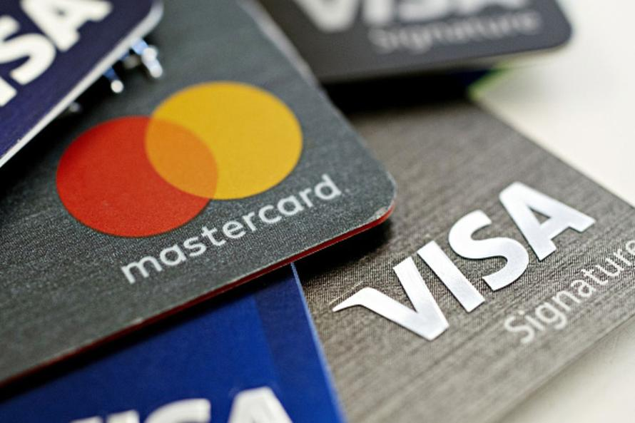 Rising Credit-Card Use Shows Consumers Are Strapped