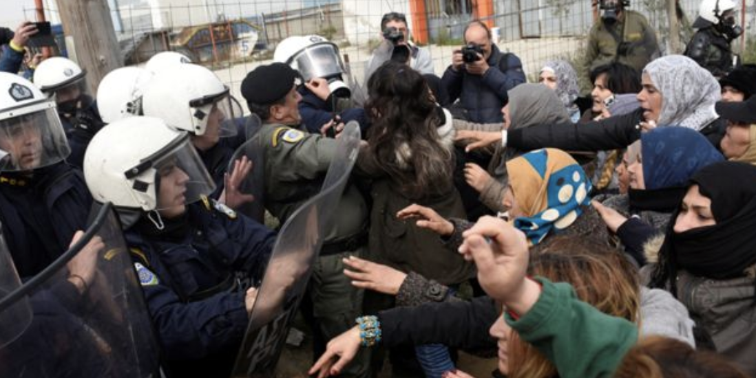 https://www.witsnews.com/hundreds-of-migrants-battle-with-greek-riot-police-after-fake-news-about-open-border/