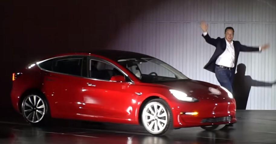 Tesla Halts Online Sales Of $35K Model 3 Weeks After